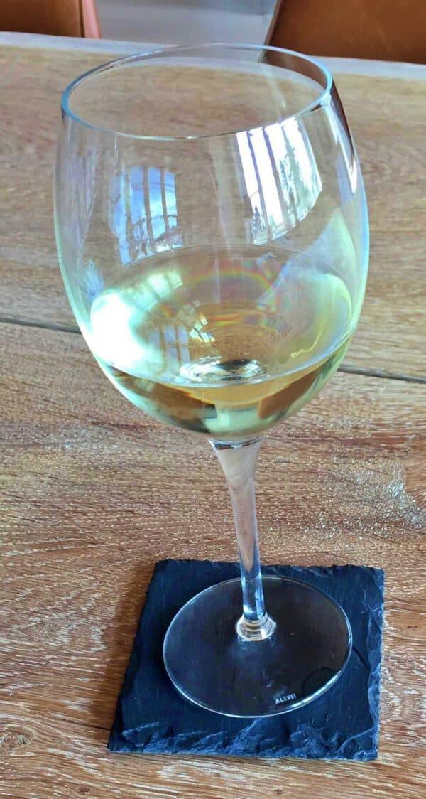 En ølbrik / glasbrik til anvendelse som skåner for bordet, 10x10 cm
