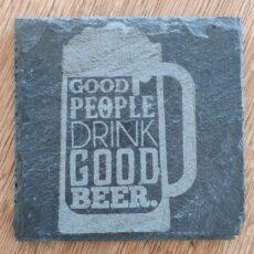 """En fin glasbrik afbilledet af en øl med teksten """"Good people drink good beer"""""""