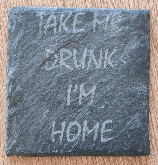 """Ølbrik i naturskifer med teksten """"Take me Drunk I'm home!"""""""