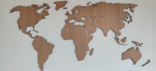 Verdenskort i egetræsfiner