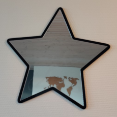 Flot og dekorativ stjerne med spejl til børneværelset.
